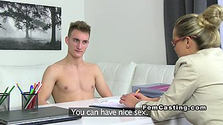 Amateur dude fucks Milf agent on casting