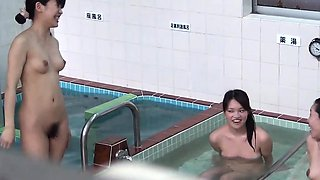 Peeing asian babes bathe