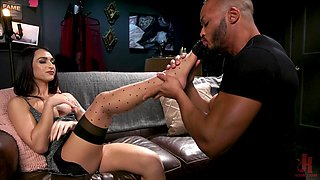 Hot mulatto gives a blowjob to shemale Khloe Kay in gets his anus rammed