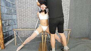 捆绑开腿调教 电动乳夹夹住乳头 虐阴虐乳