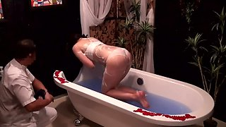 Japanese wife gets an exciting massage