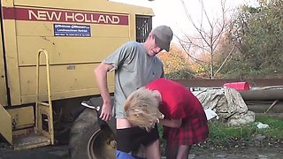 German mature wife gives workers a hand