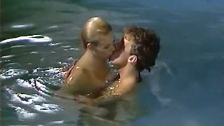 Horny man eats blonde hottie in the pool while practicing