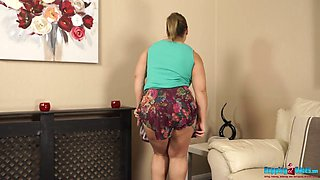 British BBW Ashley Rider takes off her clothes and shows yummy pussy