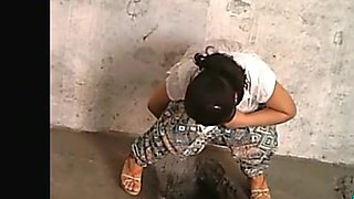 Chinese women caught pissing