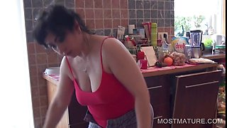 Mature showing pink pussy and ass