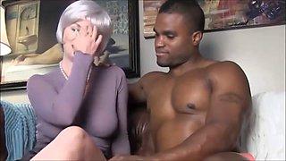 Une jeune fille francaise baise avec son pre dans le canap