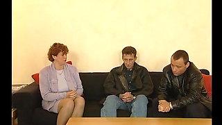 Tante Helga aus Berlin fickt das erste mal mit 2 Jungs