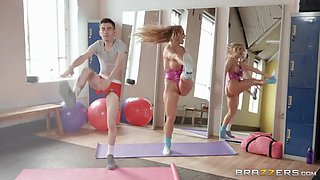 rebecca more and jordi do sport exercises in the gym